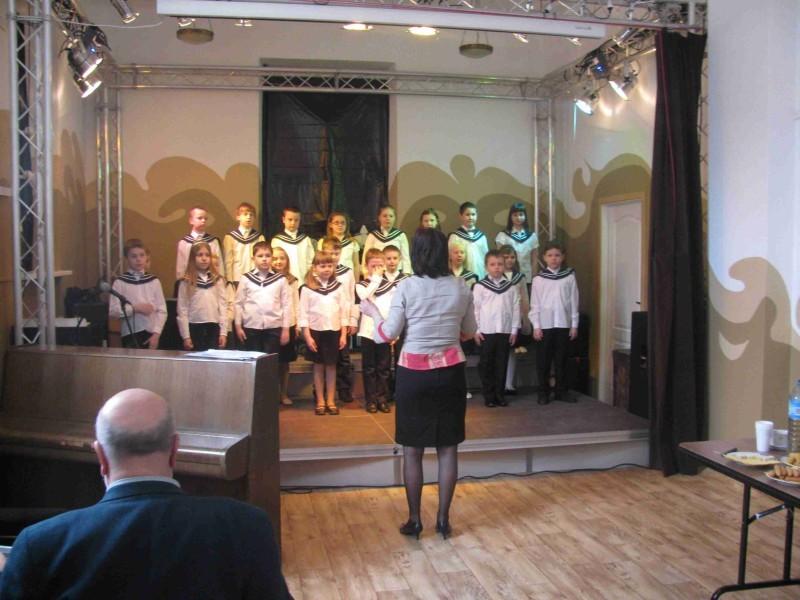 Występ chóru szkolnego