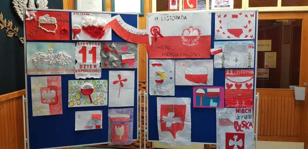 Widok prac plastycznych wykonanych przez uczniów z okazji Rocznicy Odzyskania Niepodległości 11 listopada